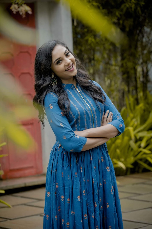 Actress Smruthi Venkat Photo Shoot Stills