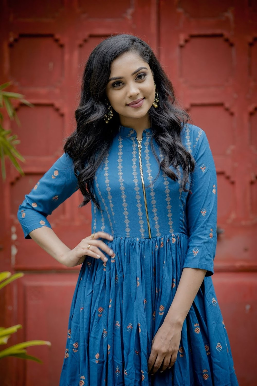 Actress Smruthi Venkat Photoshoot Stills