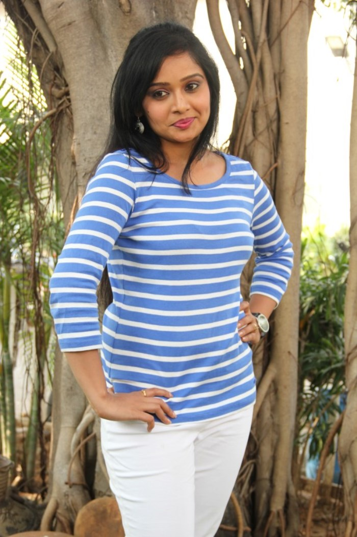 Actress Advaitha @ Snehavin Kadhalargal Movie Press Meet Photos