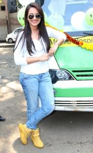 Hot Sonakshi Sinha in White Full Sleeve T-Shirt & Blue Jeans