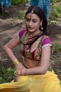 Sonia Agarwal Hot in Oru Nadigayin Vakku Moolam