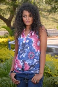 Telugu Actress Sonia Hot Photos at Mr Manmadha On Location