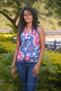 Telugu Actress Sonia Hot Photos at Mr Manmatha On Location