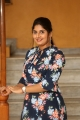 anchor-sonia-chowdary-new-photos-ninnu-thalachi-trailer-launch-12e14b1