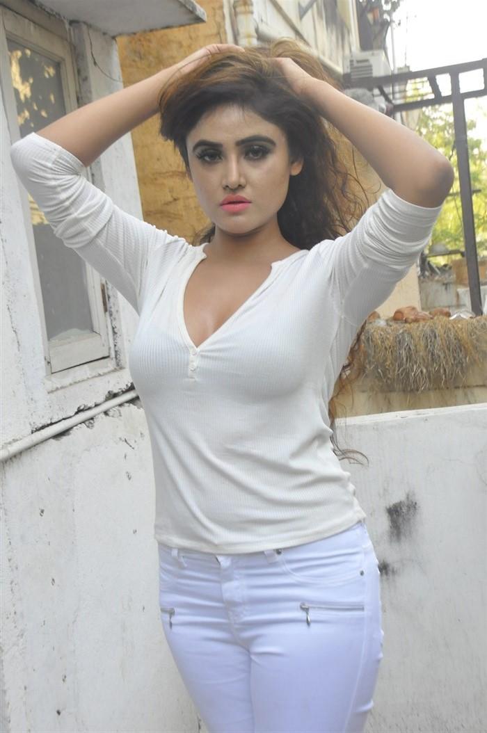 Actress Sony Charishta Hot Photos @ The Jewellery Expo Curtain Raiser