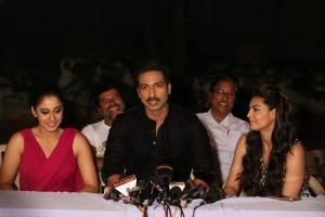 Gopichand, Regina, Shweta Bhardwaj @ Soukhyam Movie Press Meet Photos