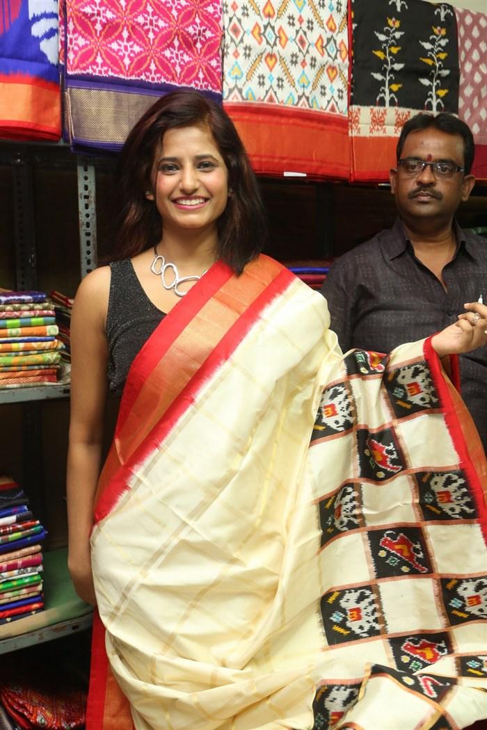 Sravani launches Pochampally IKAT Art Mela-2017 Photos