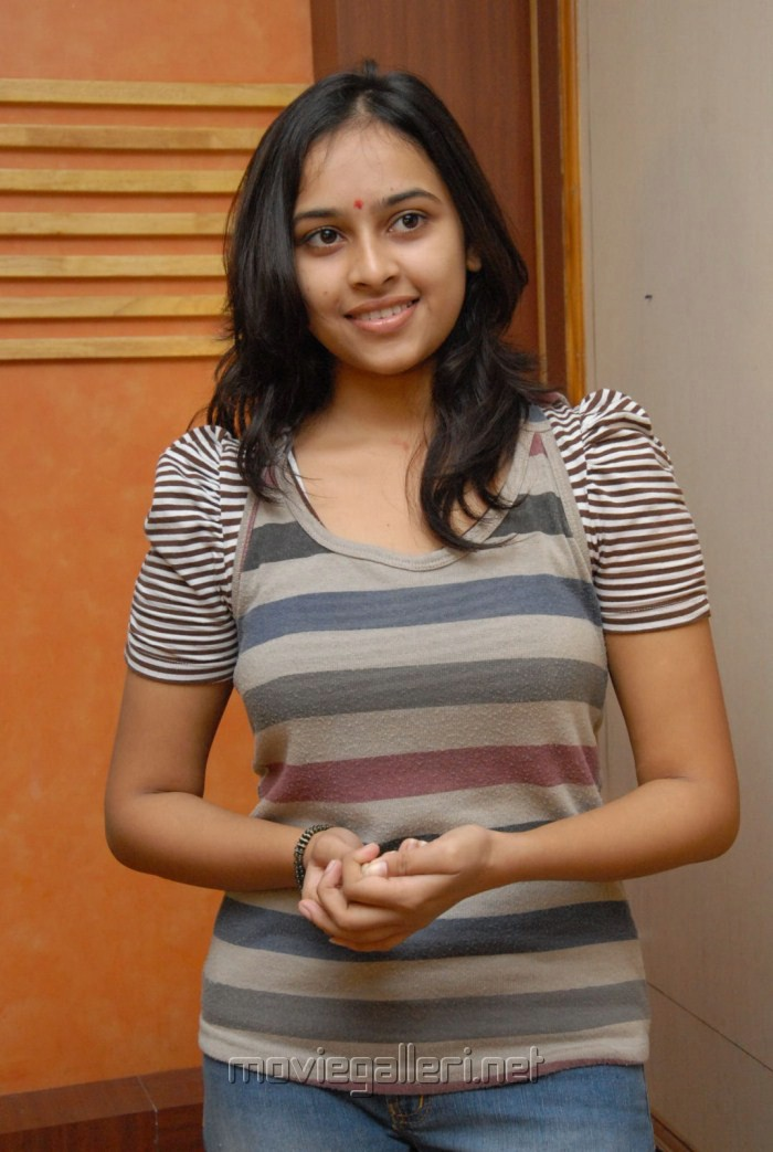 Bus Stop Heroine Sri Divya Latest Photo Shoot Stills