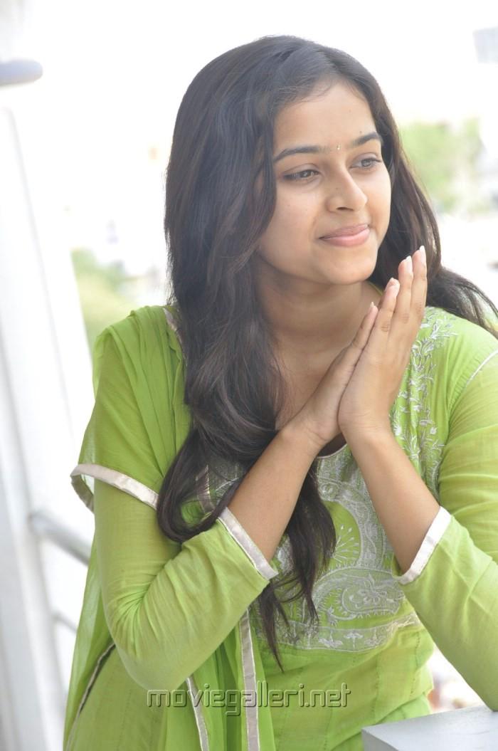 Actress Sri Divya Photos @ Mallela Teeramlo Sirimalle Puvvu PM