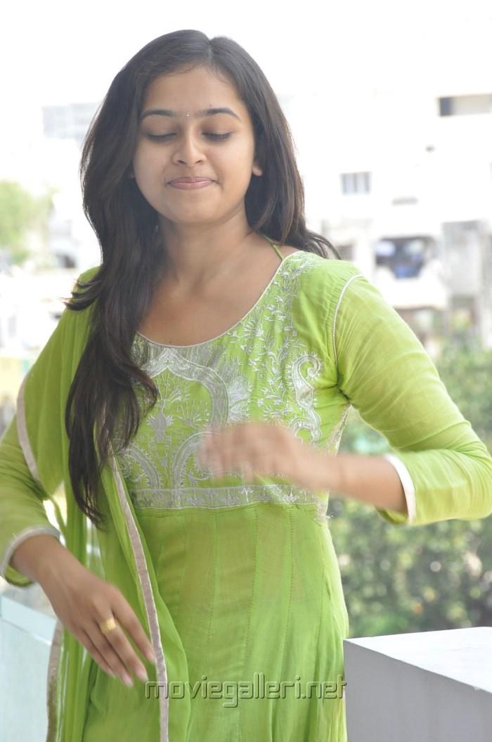 Mallela Teeramlo Sirimalle Puvvu Actress Sri Divya Photos