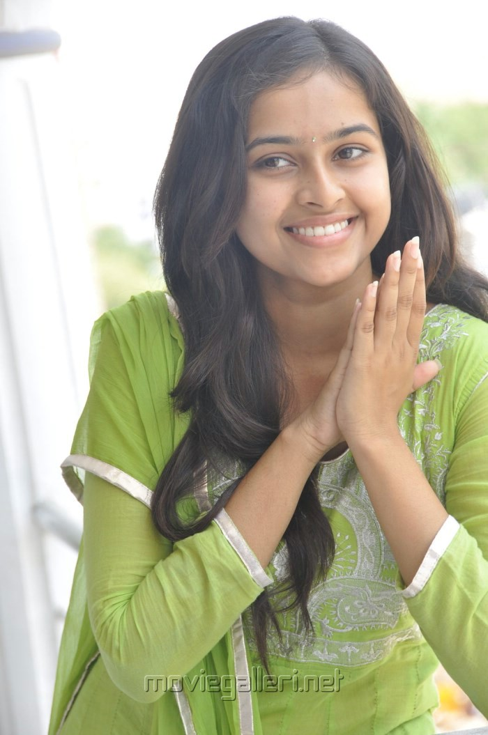 Mallela Teeramlo Sirimalle Puvvu Actress Sri Divya Photos