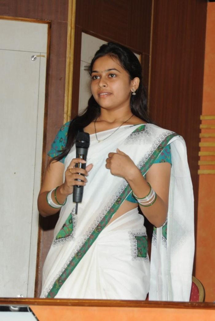 Sri Divya Photos at Mallela Theeram Lo Sirimalle Puvvu Press Meet