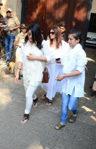 Sarika, Shruti Haasan, Akshara Haasan @ Sridevi Death Celebs visit Anil Kapoor House Stills
