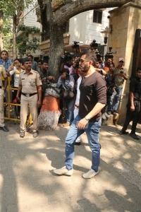 Sridevi Death Celebs visit Anil Kapoor House Stills