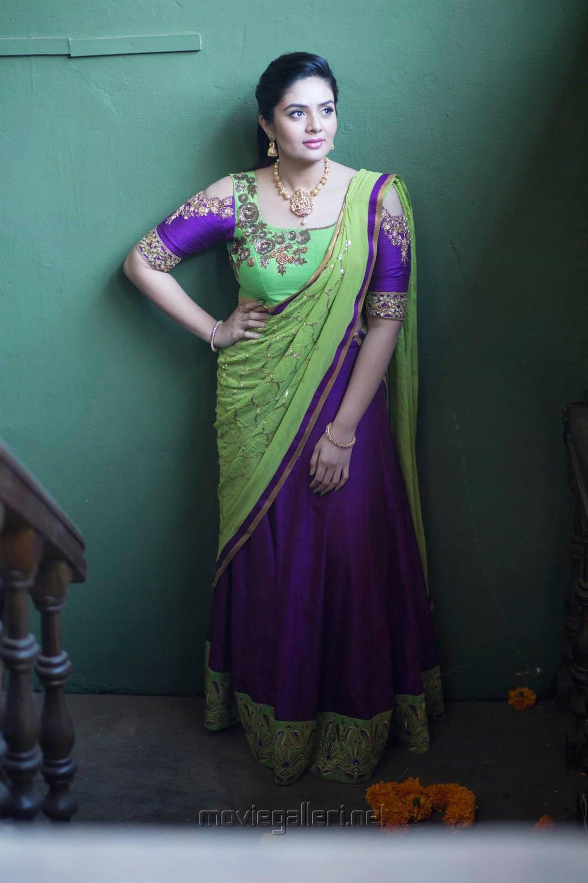 Actress Sreemukhi Saree Photoshoot Images