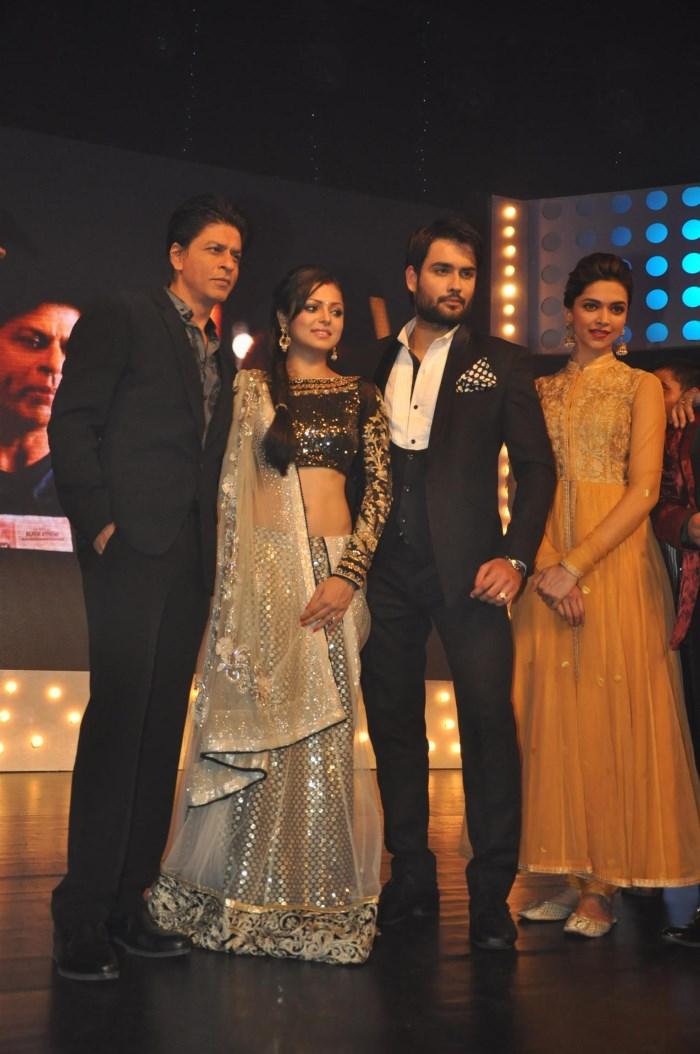Picture 526112 | Shahrukh Khan & Deepika Padukone ...