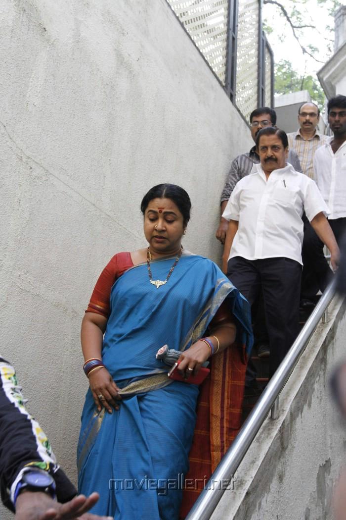 Radhika Sarathkumar Meet Kamal Hassan Stills