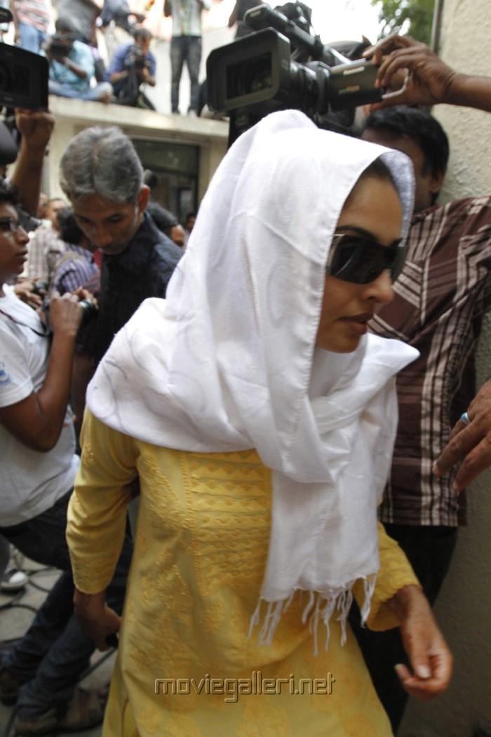 Actress Mumtaz Meet Kamal Hassan Stills