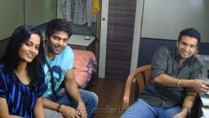 Suja Varunee,Arya,Santhanam at Settai Movie Shooting Spot Stills