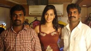 Suja Varunee,R.Kannan at Settai Movie Shooting Spot Stills