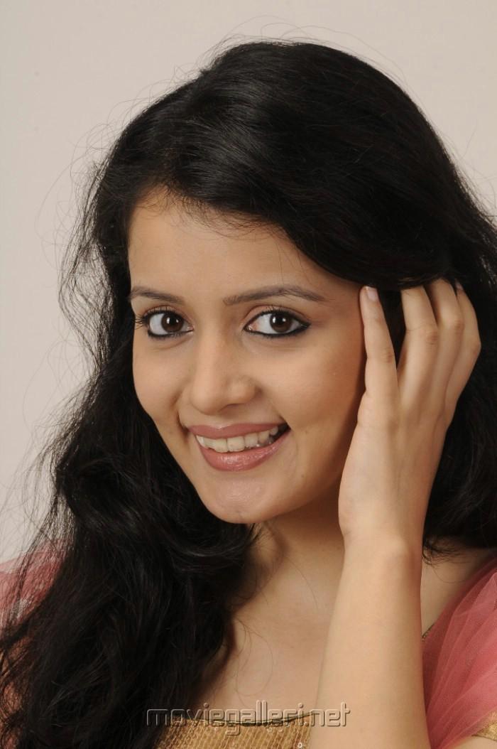Telugu Actress Sulagna Cute Pics [ Gallery View ]