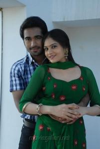 Thaman Kumar, Vibha Natarajan in Summa Nachunu Iruku Movie Stills