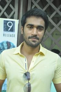 Actor Thaman Kumar @ Summa Nachunu Iruku Movie Press Show Stills