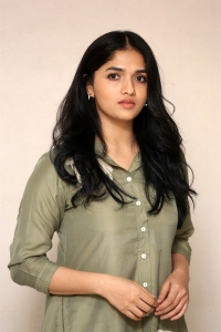 Actress Sunaina Pictures @ Chadarangam Web Series Launch