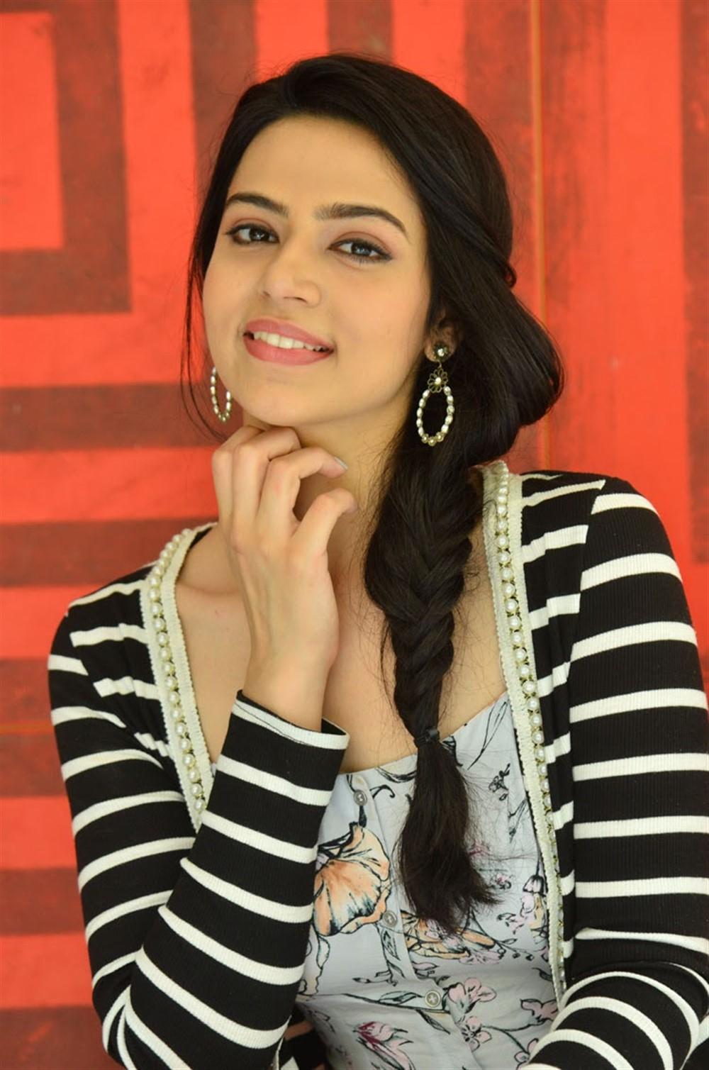 Suryakantham Actress Perlene Bhesania Interview Images
