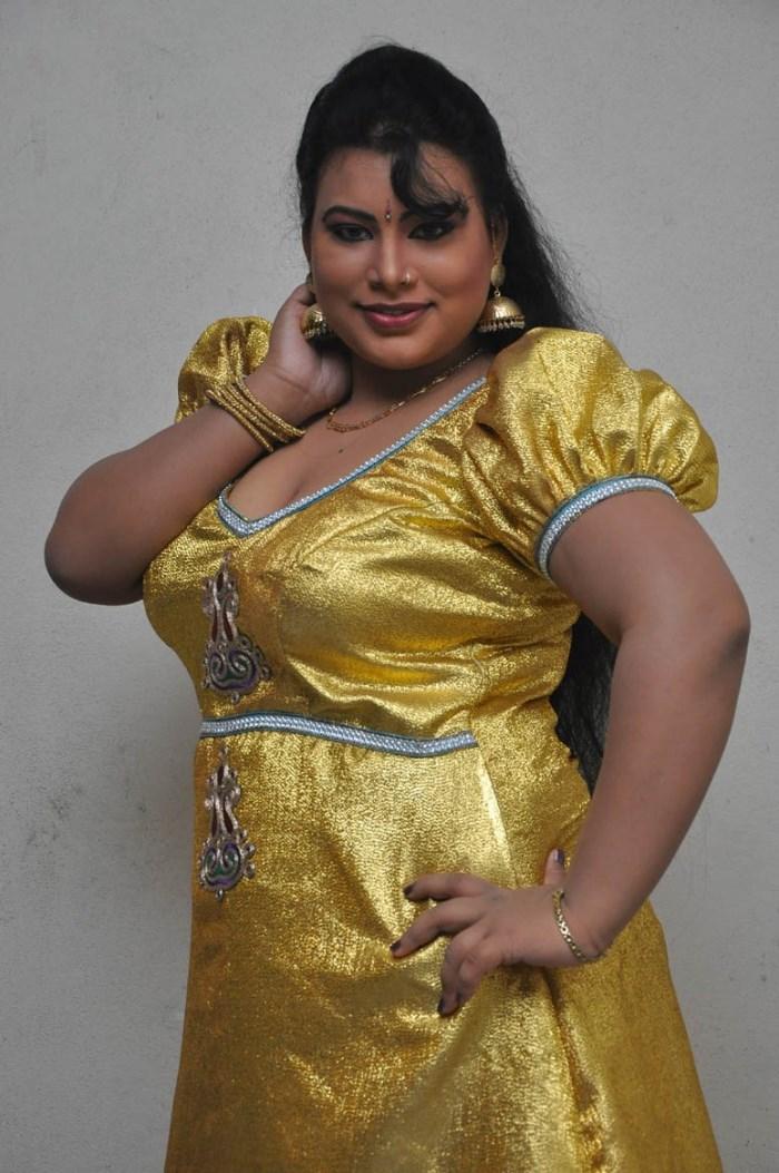 Above told telugu amma boobs pics