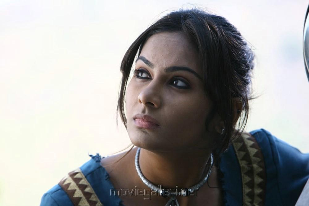 Venkatesh In Lakshmi Actress Lakshmi Priya in Sutta