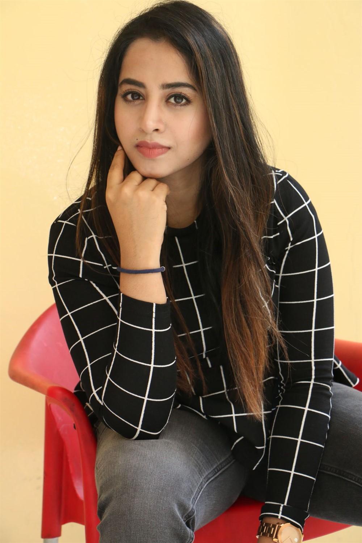 Actress Swathi Deekshith Pics @ Kaliyuga Movie Press Meet