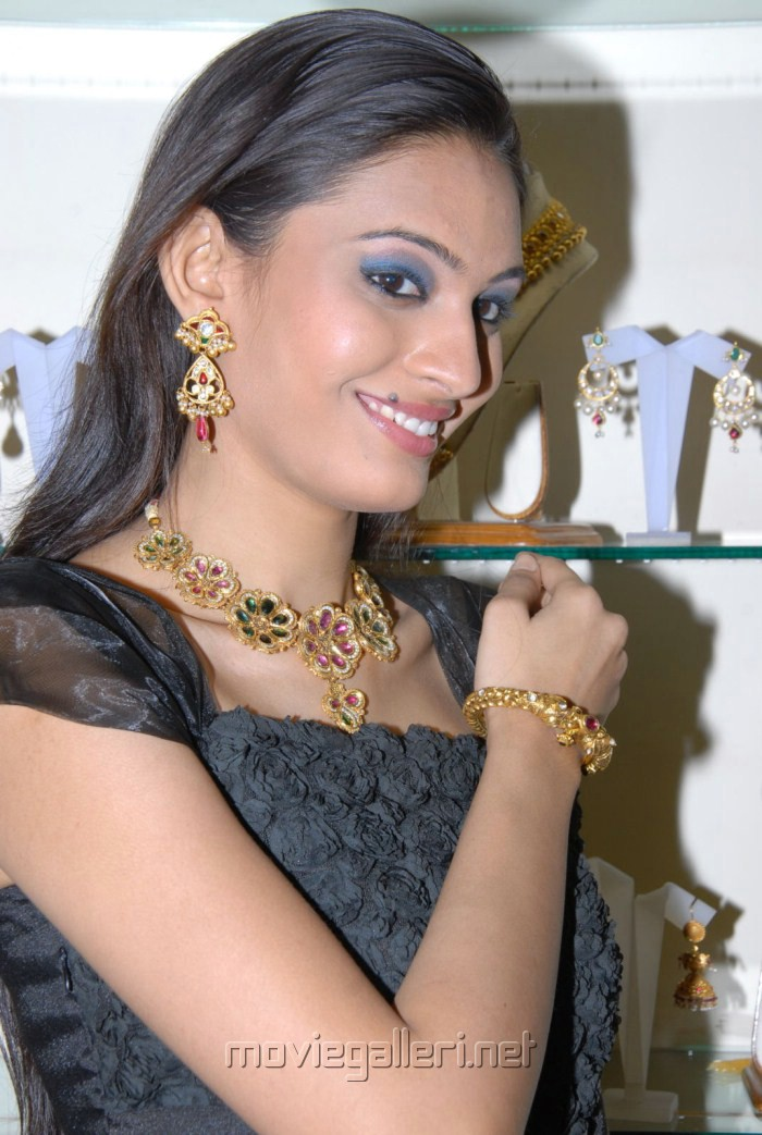 Swetha Jadav at Abharanam Jewellery Exhibition 2012