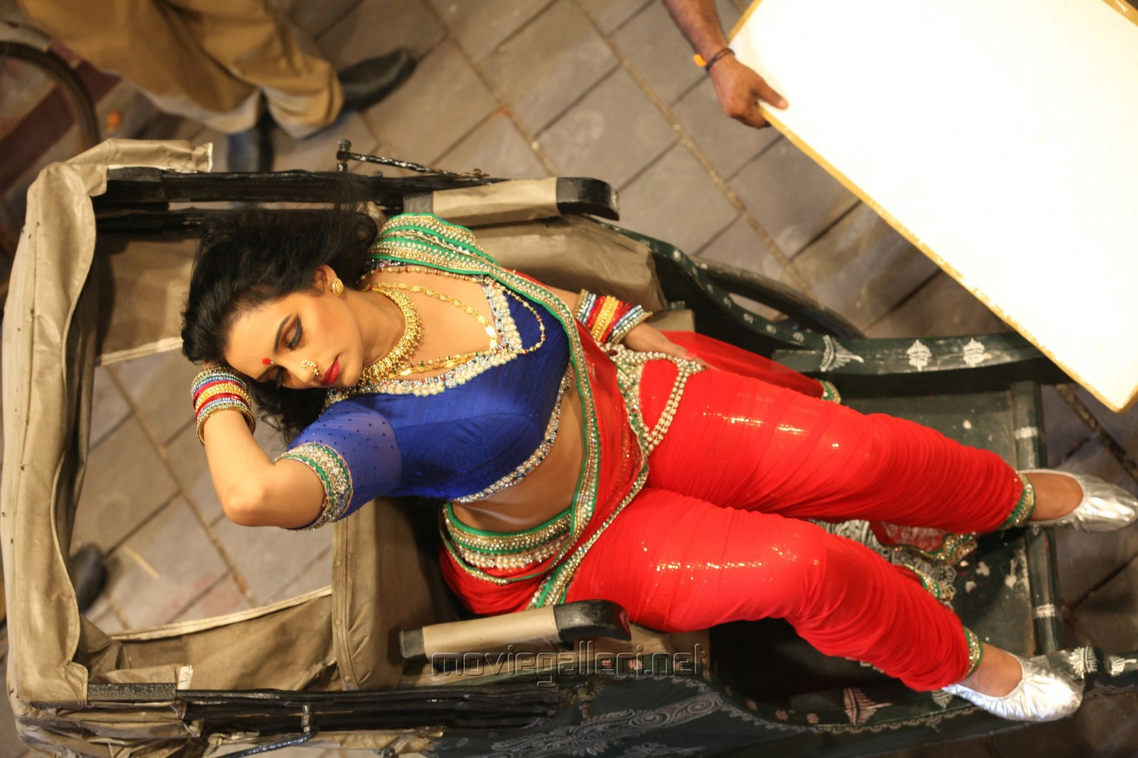 Swetha Menon Hot Pics in Kalimannu Movie