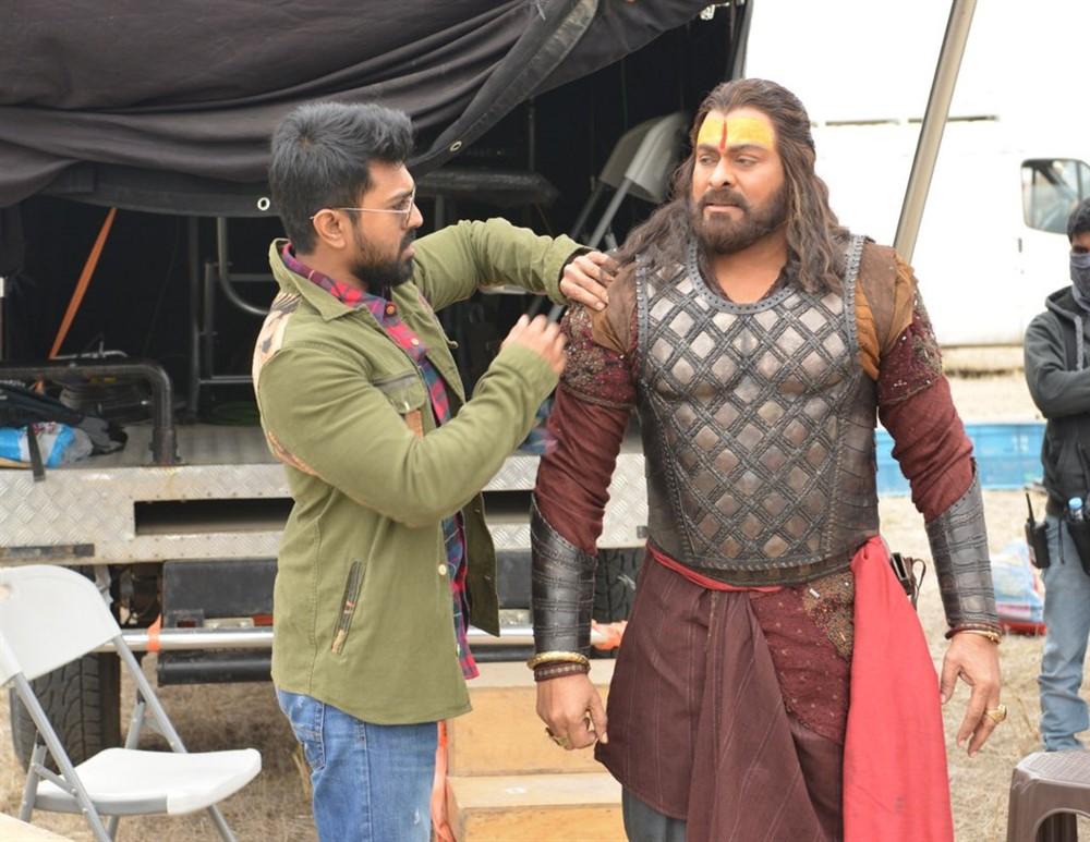 Ram Charan, Chiranjeevi @ Sye Raa Narasimha Reddy Movie Working Stills