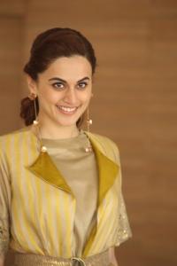 Actress Taapsee Pannu Photos @ Neevevaro Movie Press Meet
