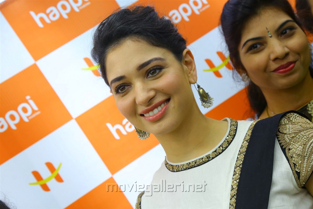 Actress Tamanna launches Happi Mobiles Store at Kurnool Photos