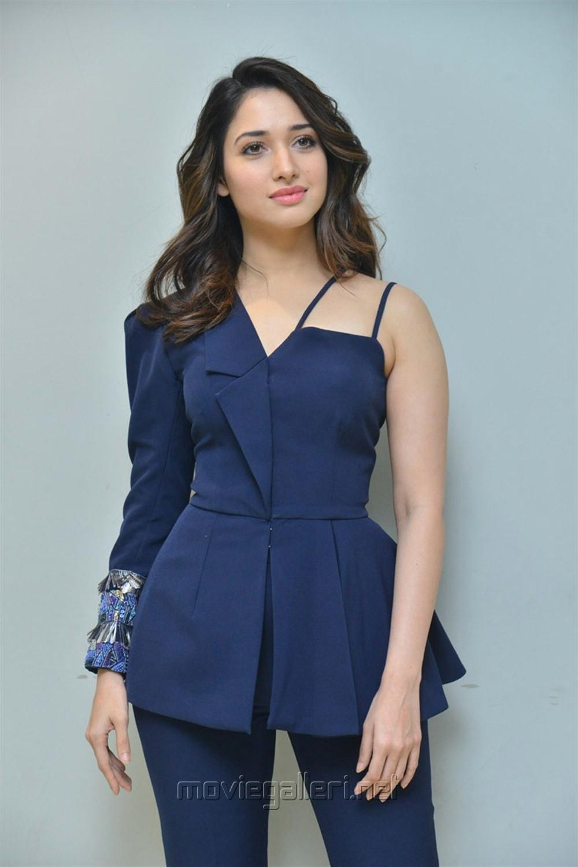 F2 Movie Actress Tamannaah Images