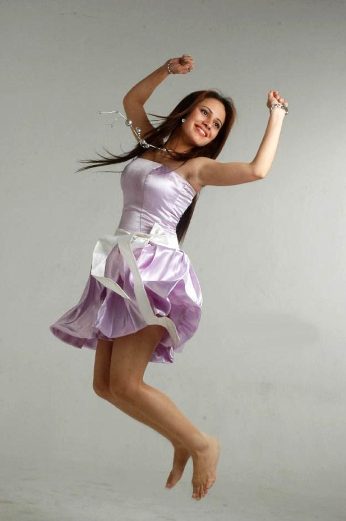 Vada Chellam Heroine Caroline Mariya Asan Hot Stills