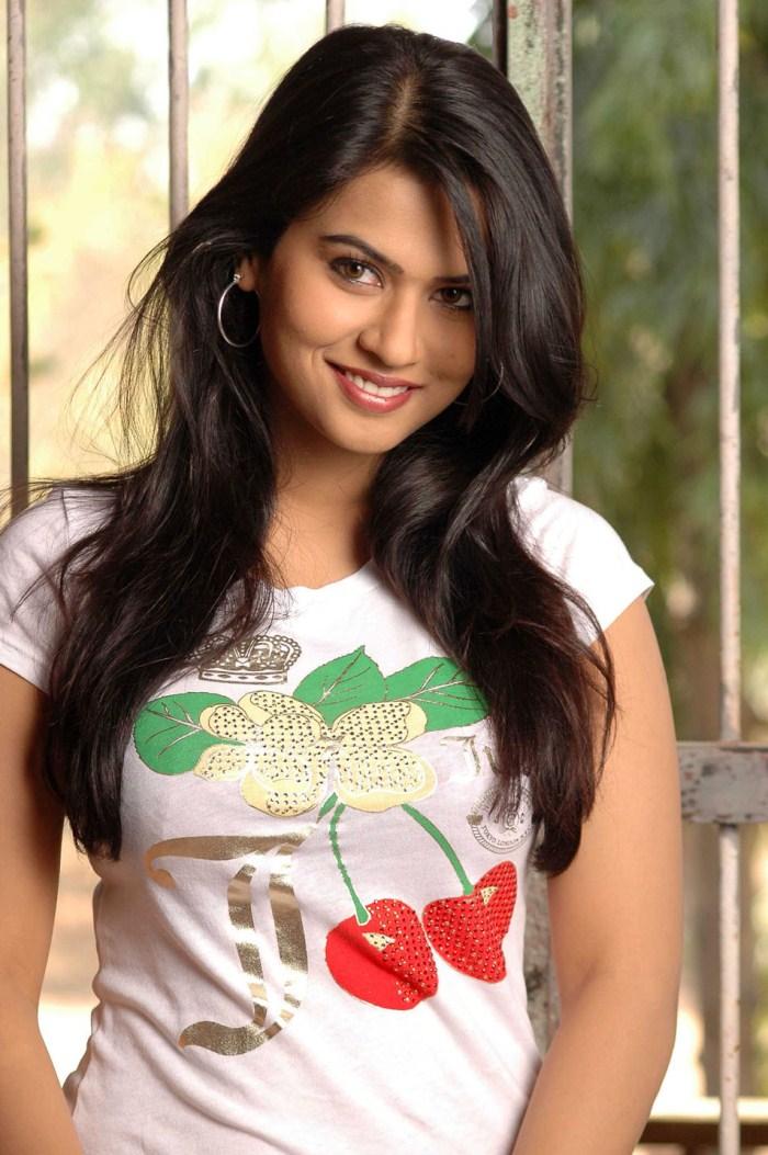 Tamil_actress_sharmila_mandre_stills_photos_gallery_3199