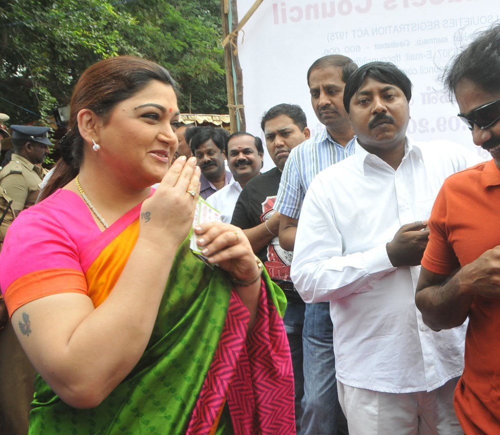 Kushboo Tamil Hot Simple picture 558625   actress kushboo @ tamil film producers council