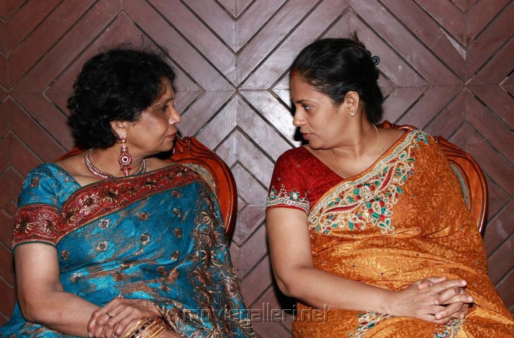 Related Pictures chennai tamil aunty pundai koothi hot kamakathaikal