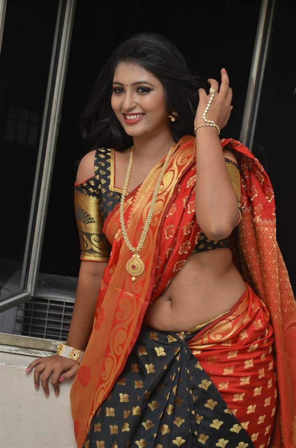 Telugu Actress Tanushka Hot Red Saree Photos