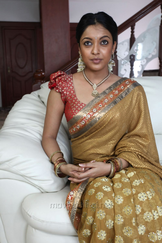 Picture 521576  Actress Tanushree Dutta Saree Cute Pics -7592