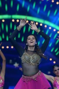 Taapsee Pannu Dance Performance @ IIFA Utsavam Awards 2016