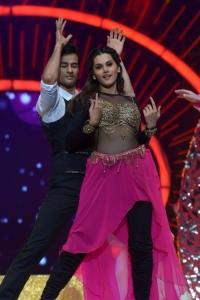 Tapsee Dance Performance @ International Indian Film Academy Utsavam Awards