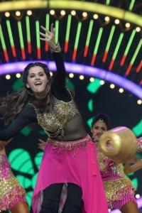 Taapsee Pannu Dance Performance @ International Indian Film Academy Utsavam Awards