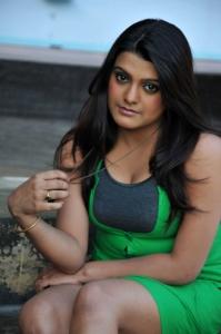 Actress Tashu Kaushik New Hot Images