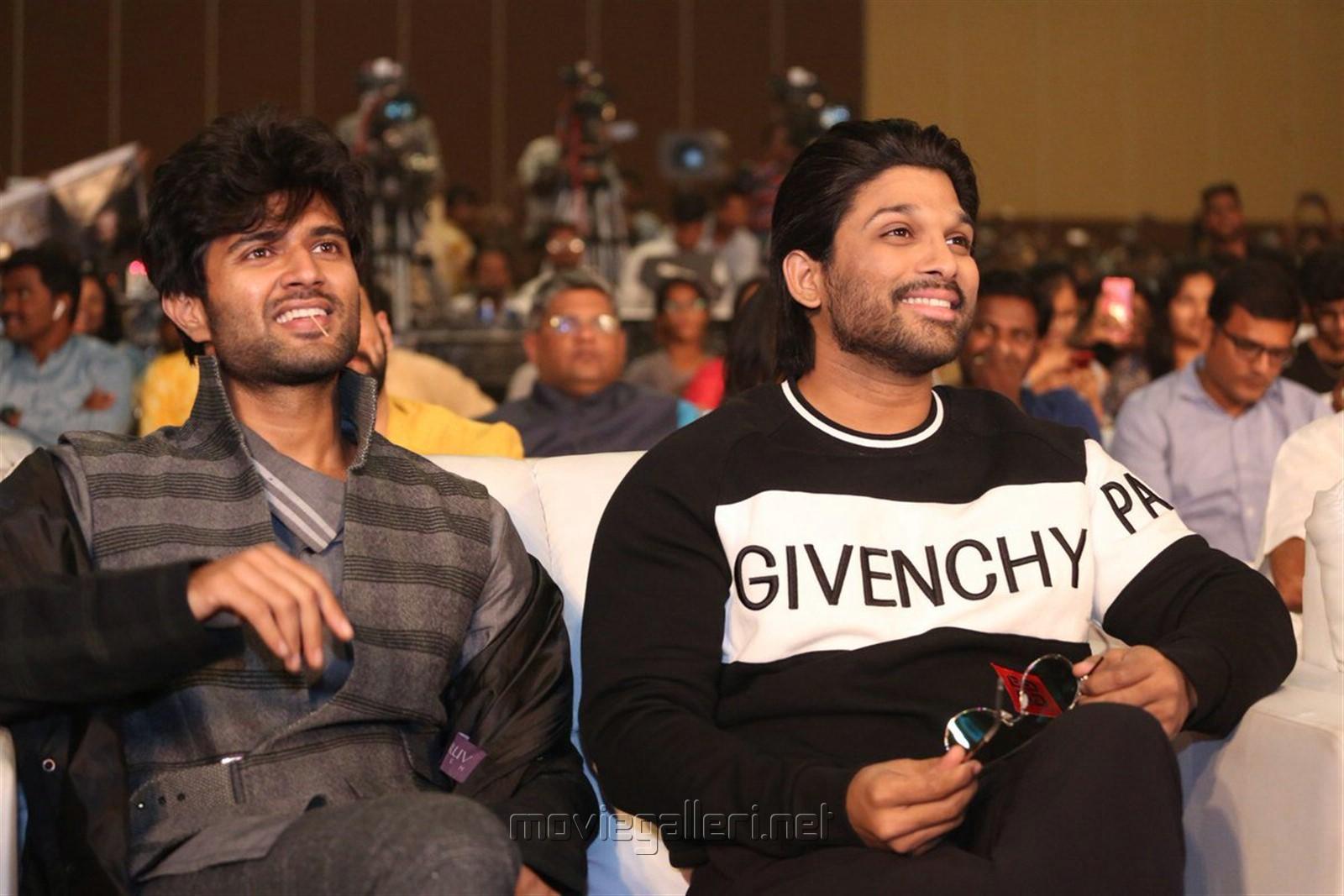 Vijay Devarakonda, Allu Arjun @ Taxiwala Pre Release Event Stills