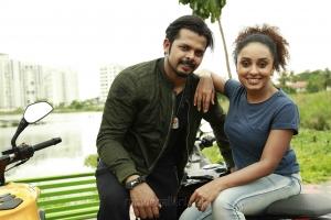 Sreesanth, Pearle Maaney in Team 5 Movie Stills